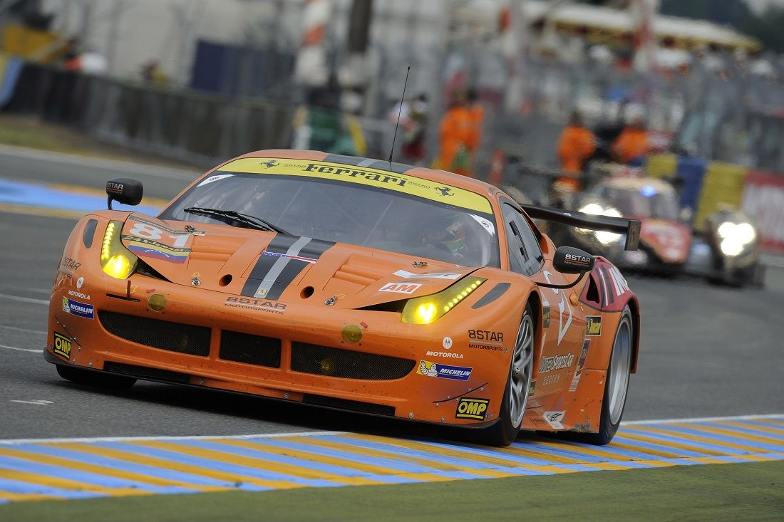 huit ferrari sur le circuit du mans modenacars fr modenacars fr. Black Bedroom Furniture Sets. Home Design Ideas